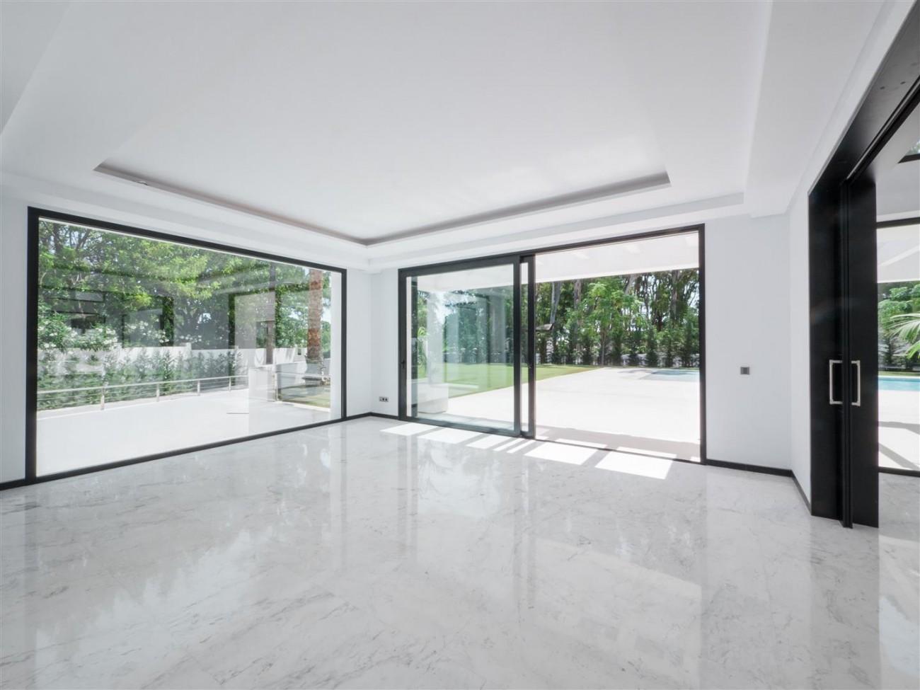 Contemporary villa for sale close to the beach Marbella (10) (Large)
