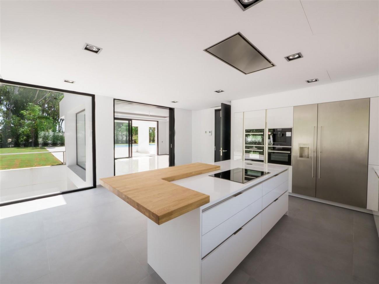 Contemporary villa for sale close to the beach Marbella (11) (Large)