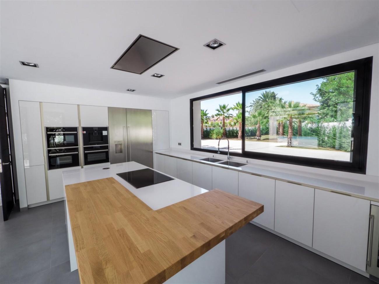 Contemporary villa for sale close to the beach Marbella (12) (Large)