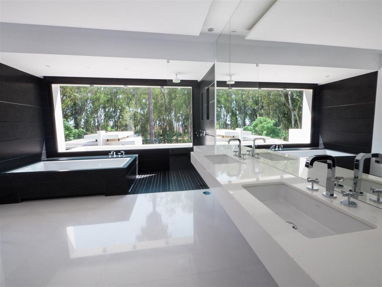 Contemporary villa for sale close to the beach Marbella (13) (Large)