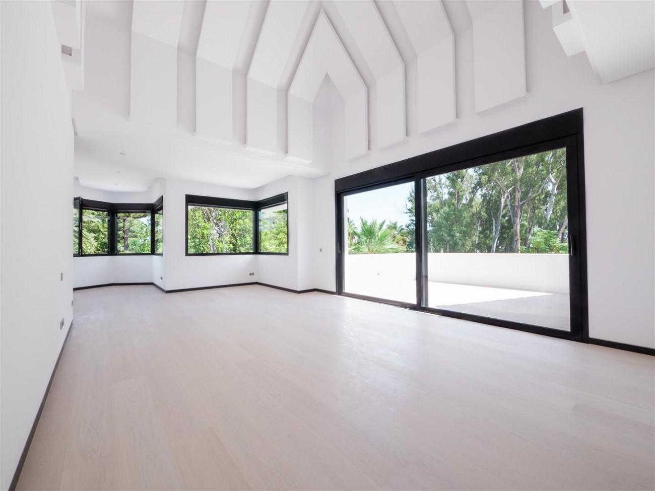 Contemporary villa for sale close to the beach Marbella (14) (Large)