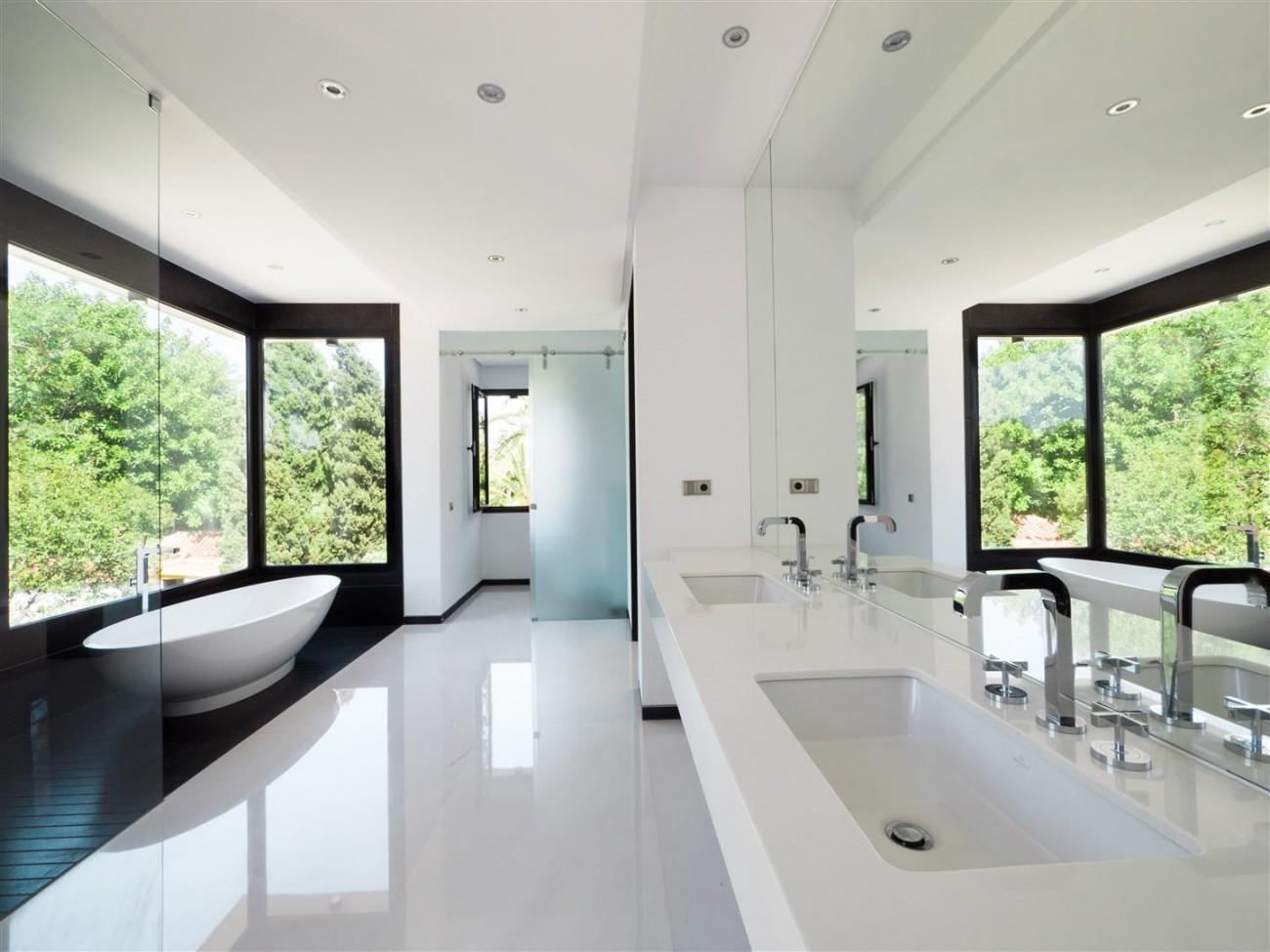 Contemporary villa for sale close to the beach Marbella (15) (Large)