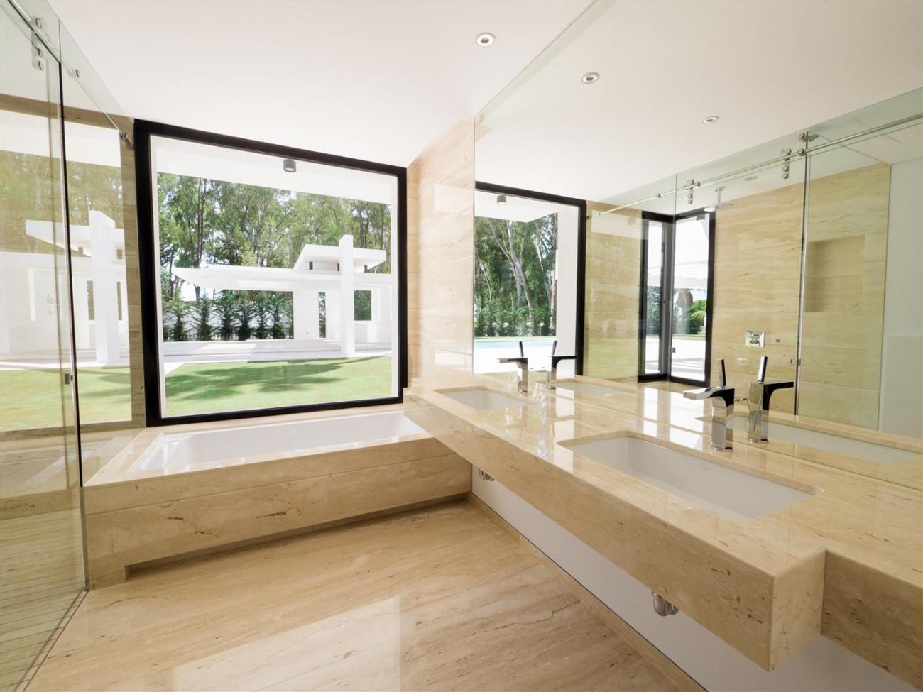 Contemporary villa for sale close to the beach Marbella (16) (Large)
