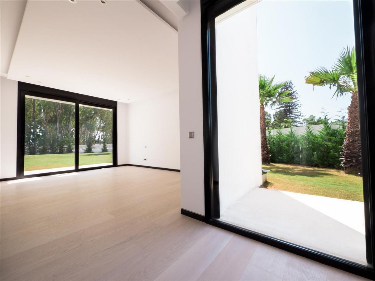 Contemporary villa for sale close to the beach Marbella (17) (Large)