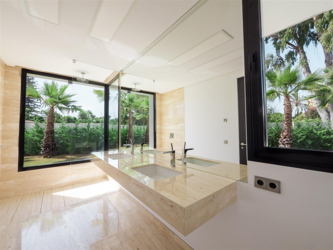 Contemporary villa for sale close to the beach Marbella (18) (Large)