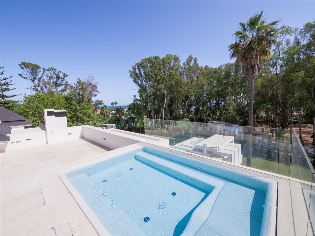 Contemporary villa for sale close to the beach Marbella (19) (Large)
