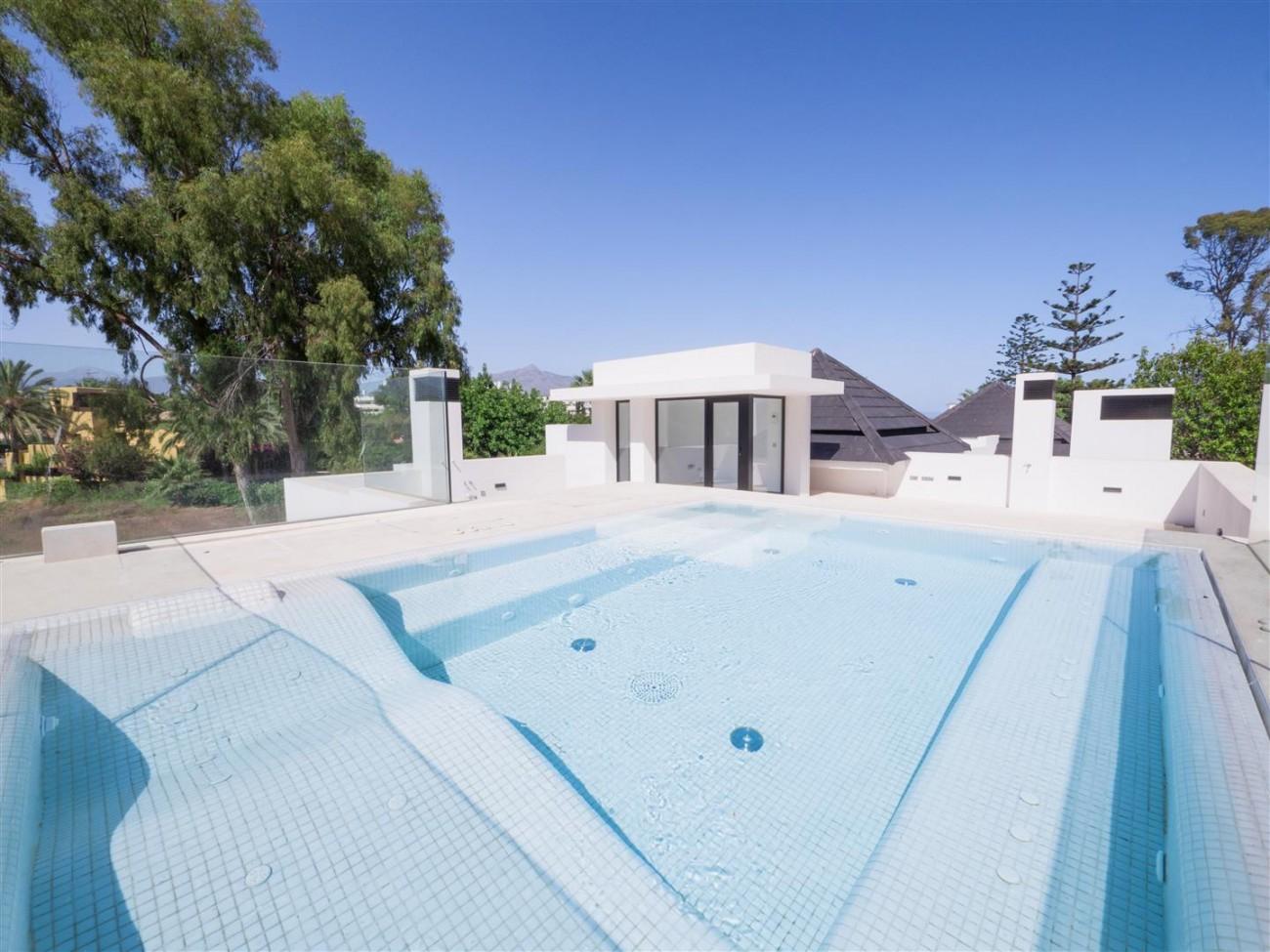 Contemporary villa for sale close to the beach Marbella (20) (Large)