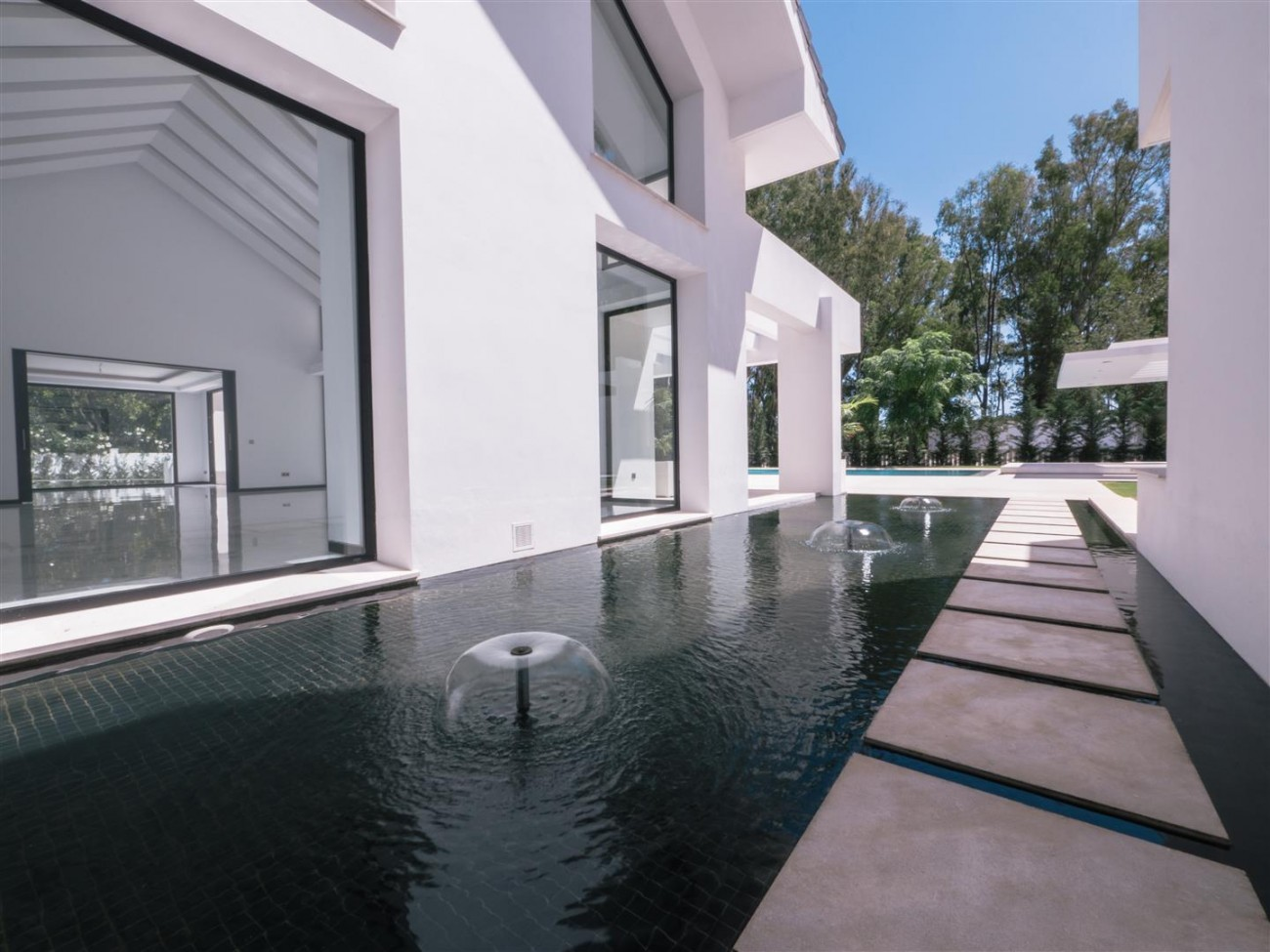 Contemporary villa for sale close to the beach Marbella (21) (Large)