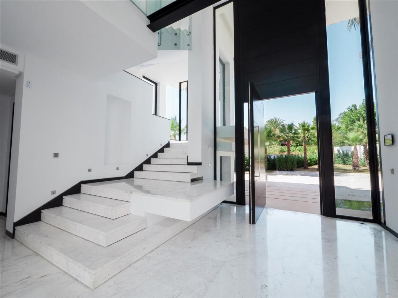 Contemporary villa for sale close to the beach Marbella (22) (Large)