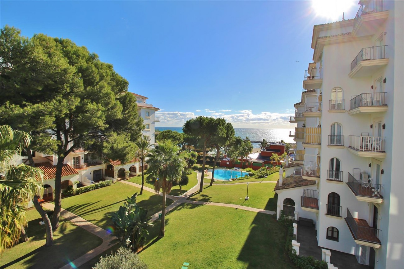 Beachfront Apartment for sale Puerto Banus Marbella Spain (1) (Large)