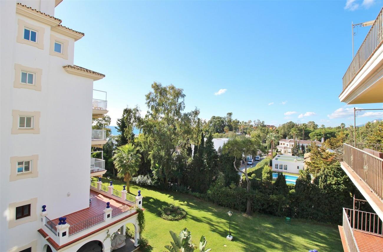 Beachfront Apartment for sale Puerto Banus Marbella Spain (3) (Large)