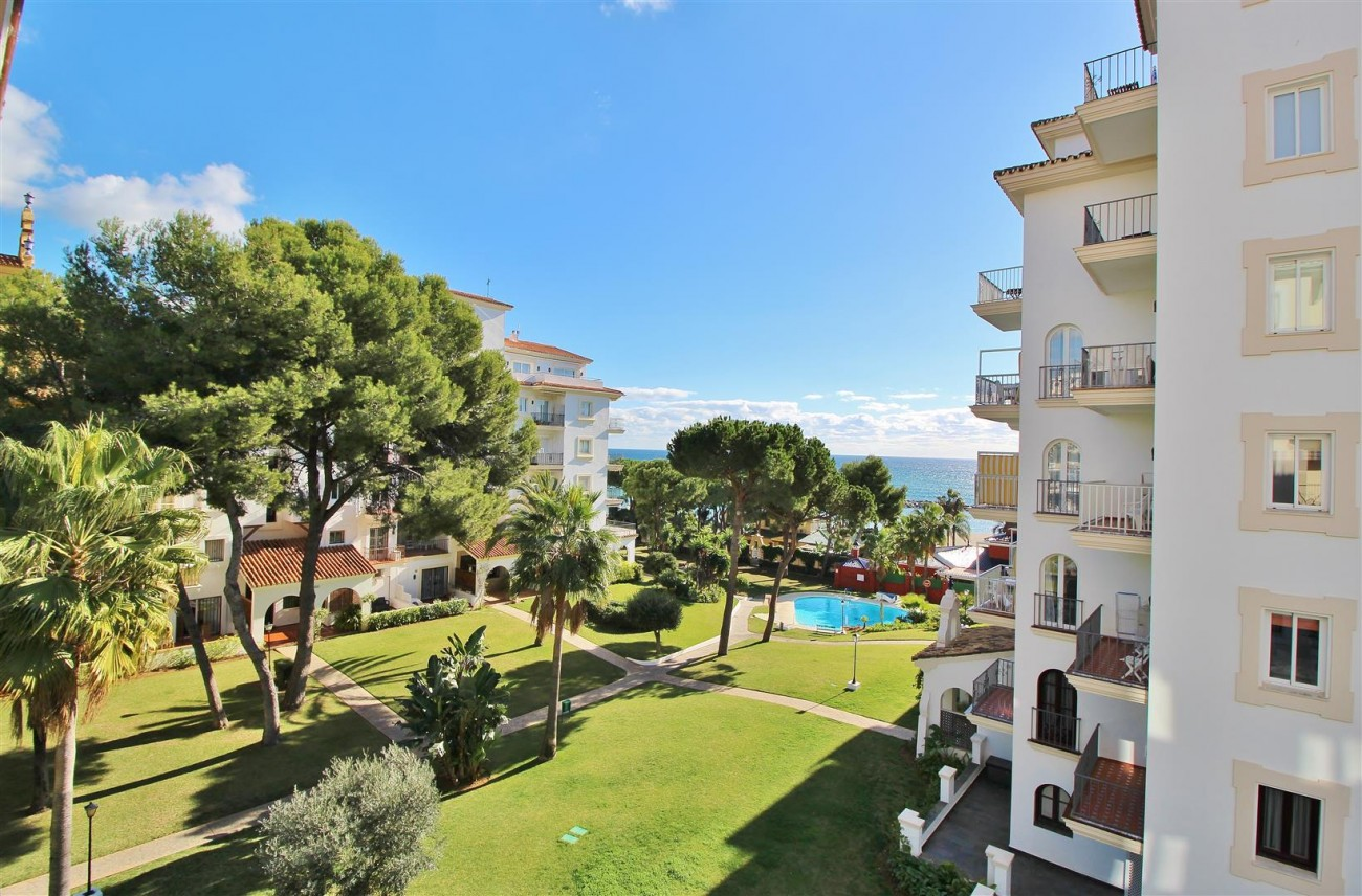 Beachfront Apartment for sale Puerto Banus Marbella Spain (4) (Large)