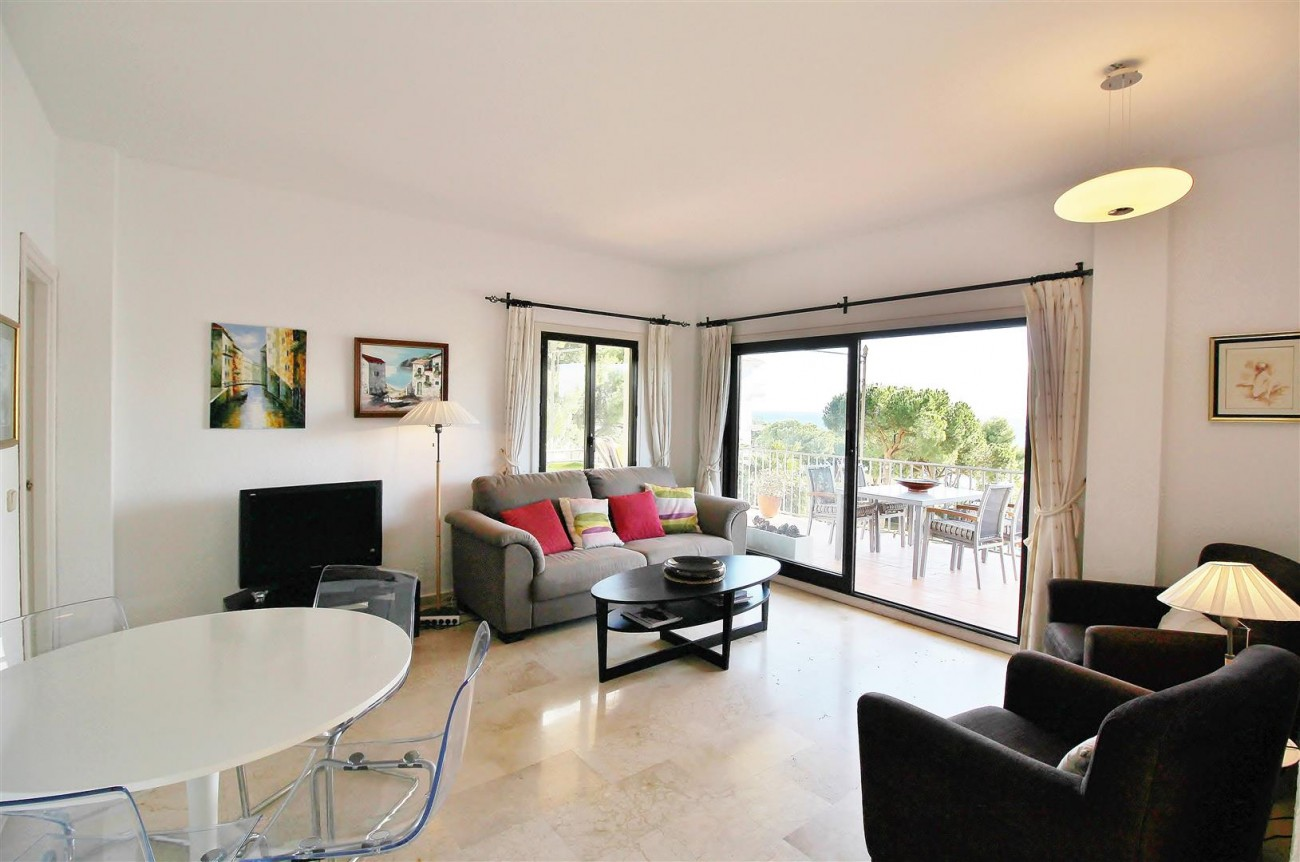 Beachfront Apartment for sale Puerto Banus Marbella Spain (12) (Large)