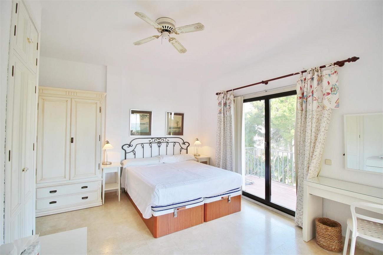 Beachfront Apartment for sale Puerto Banus Marbella Spain (14) (Large)