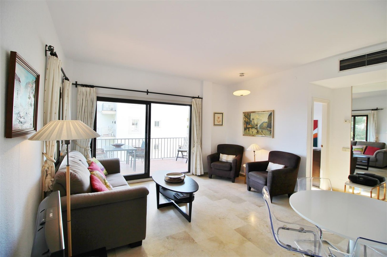 Beachfront Apartment for sale Puerto Banus Marbella Spain (15) (Large)