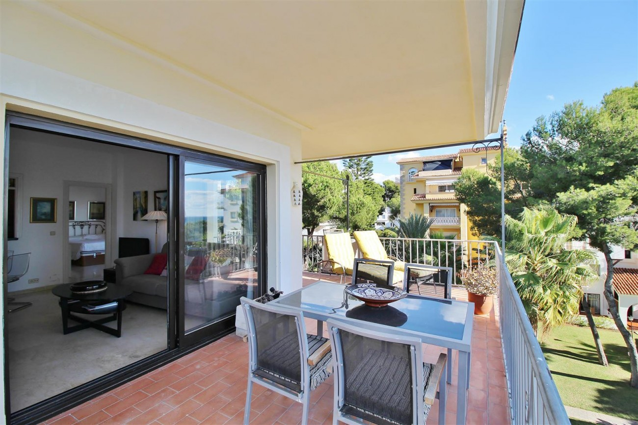 Beachfront Apartment for sale Puerto Banus Marbella Spain (16) (Large)
