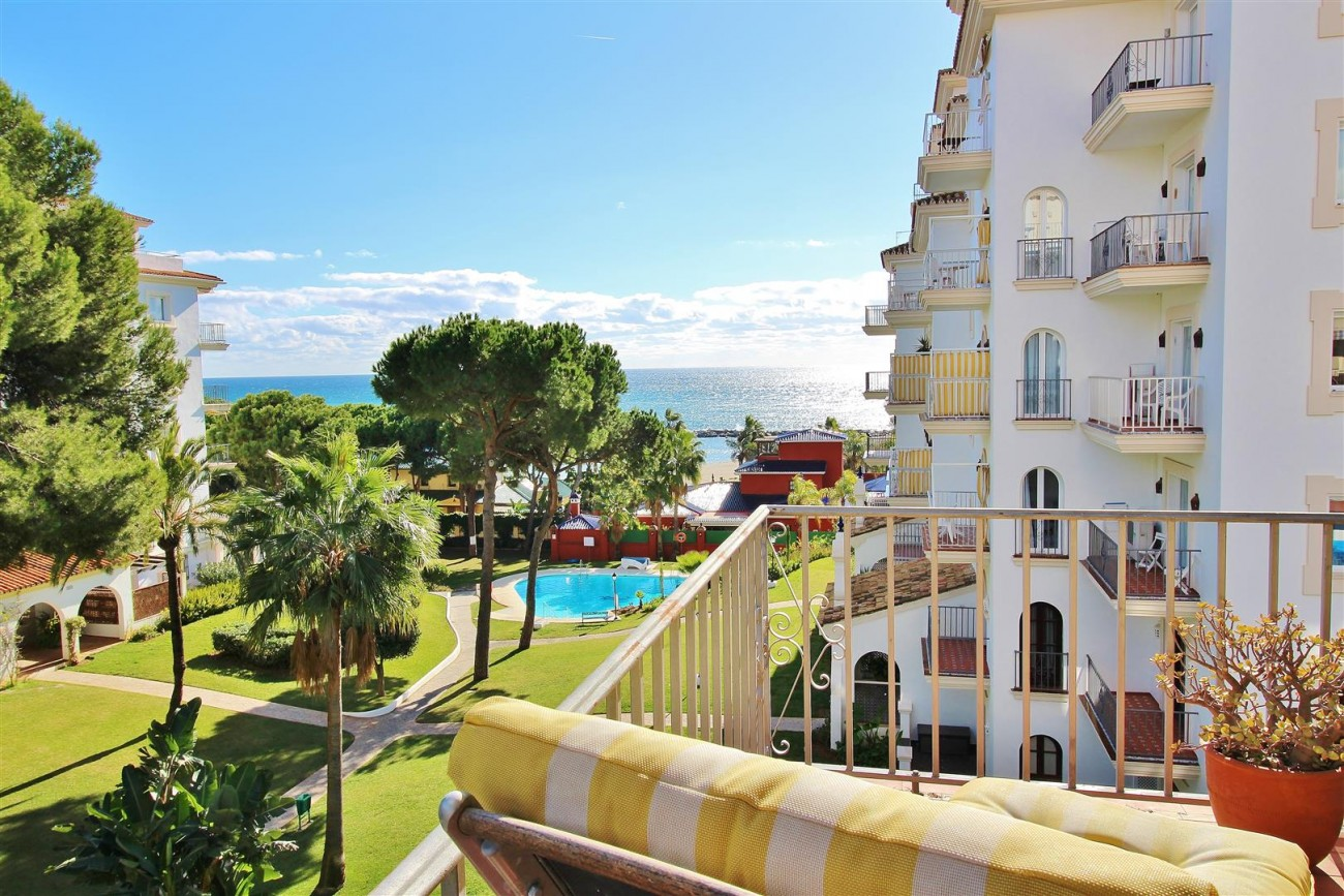 Beachfront Apartment for sale Puerto Banus Marbella Spain (17) (Large)