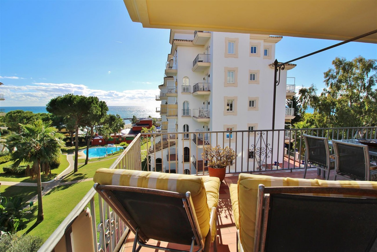 Beachfront Apartment for sale Puerto Banus Marbella Spain (18) (Large)