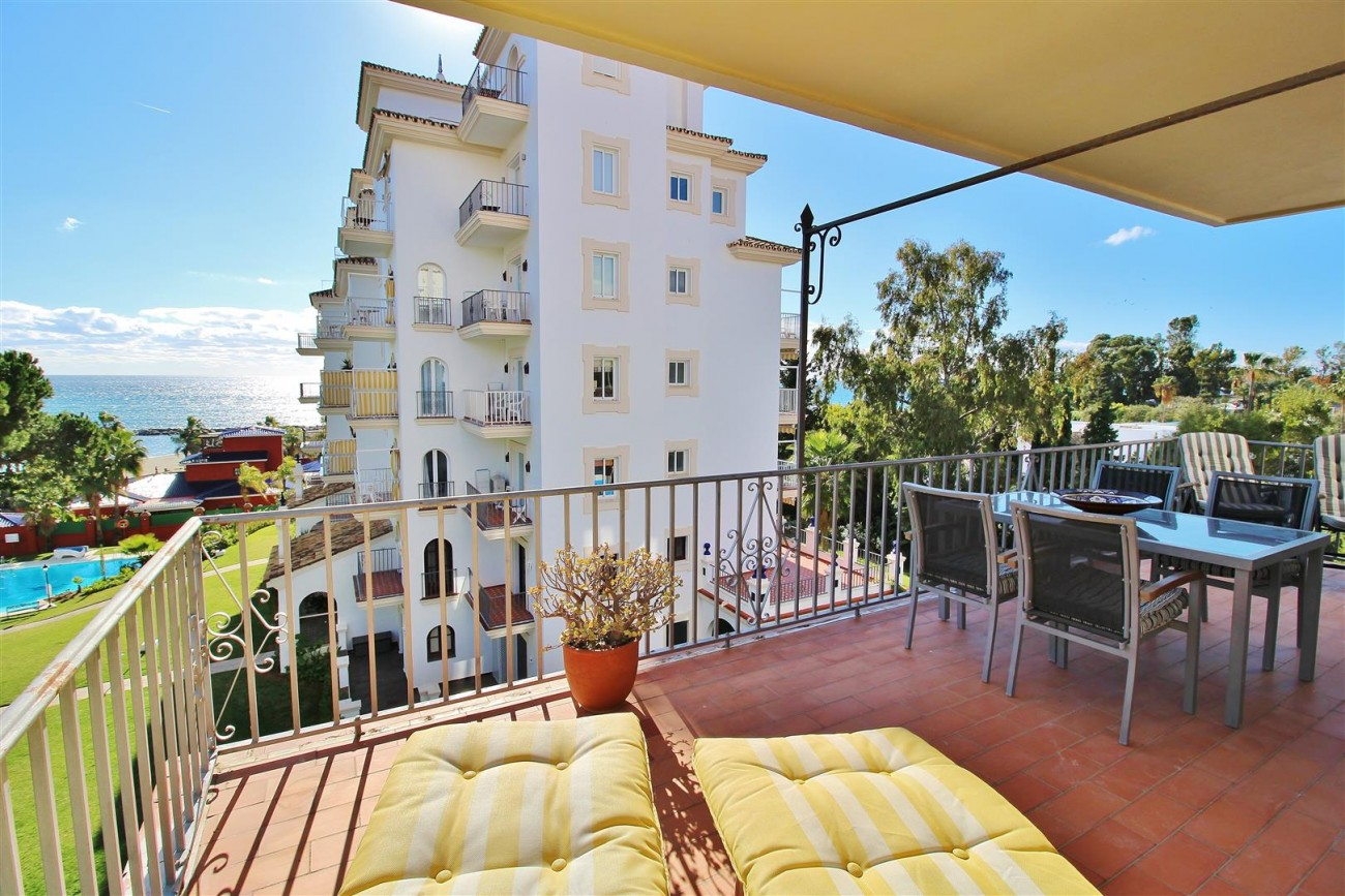 Beachfront Apartment for sale Puerto Banus Marbella Spain (19) (Large)