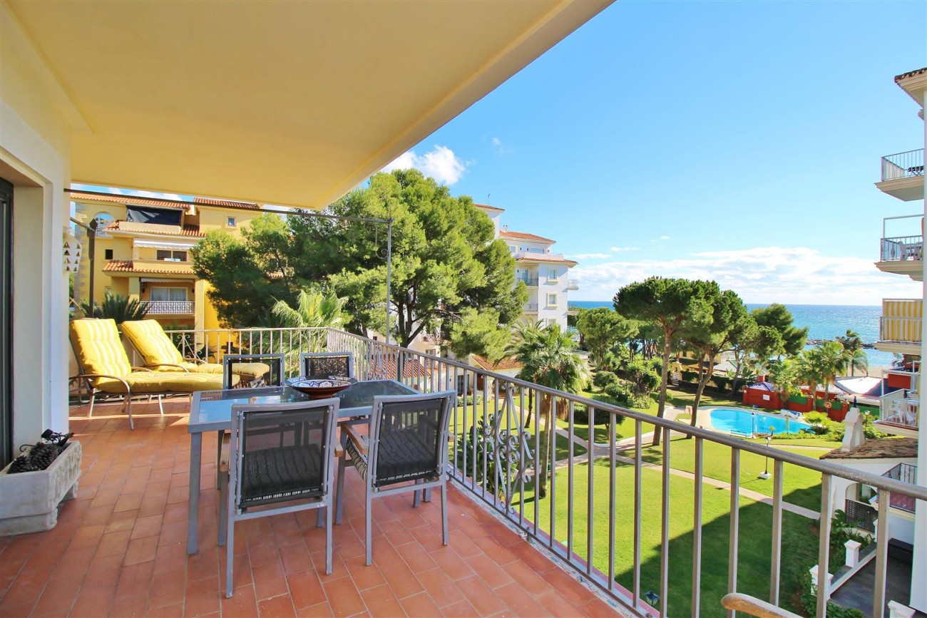 Beachfront Apartment for sale Puerto Banus Marbella Spain (22) (Large)
