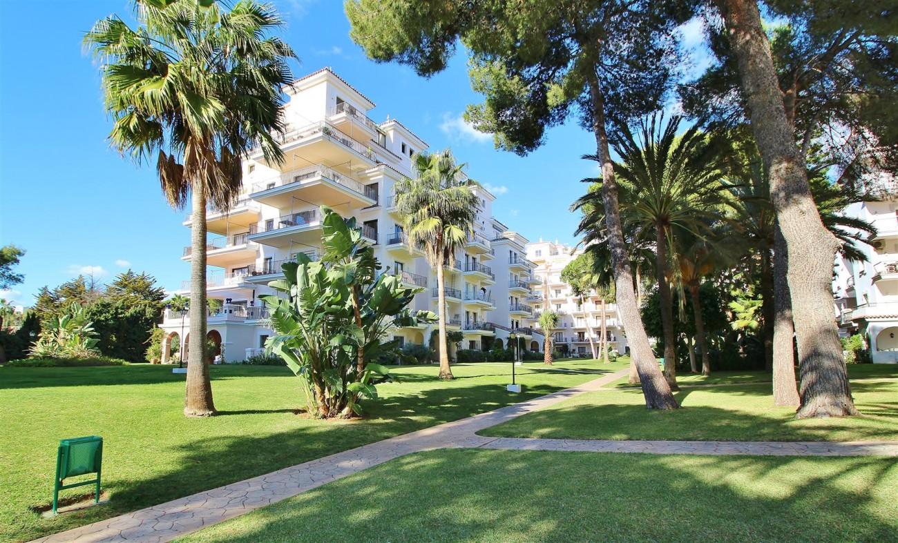 Beachfront Apartment for sale Puerto Banus Marbella Spain (28) (Large)