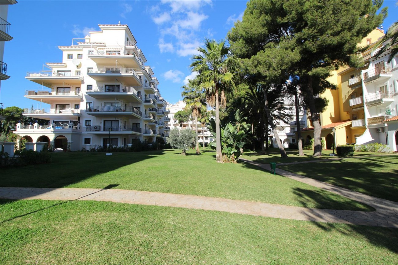 Beachfront Apartment for sale Puerto Banus Marbella Spain (29) (Large)