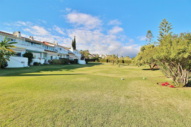 Townhouse for Sale - 190.000€ - Estepona, Costa del Sol - Ref: 5811