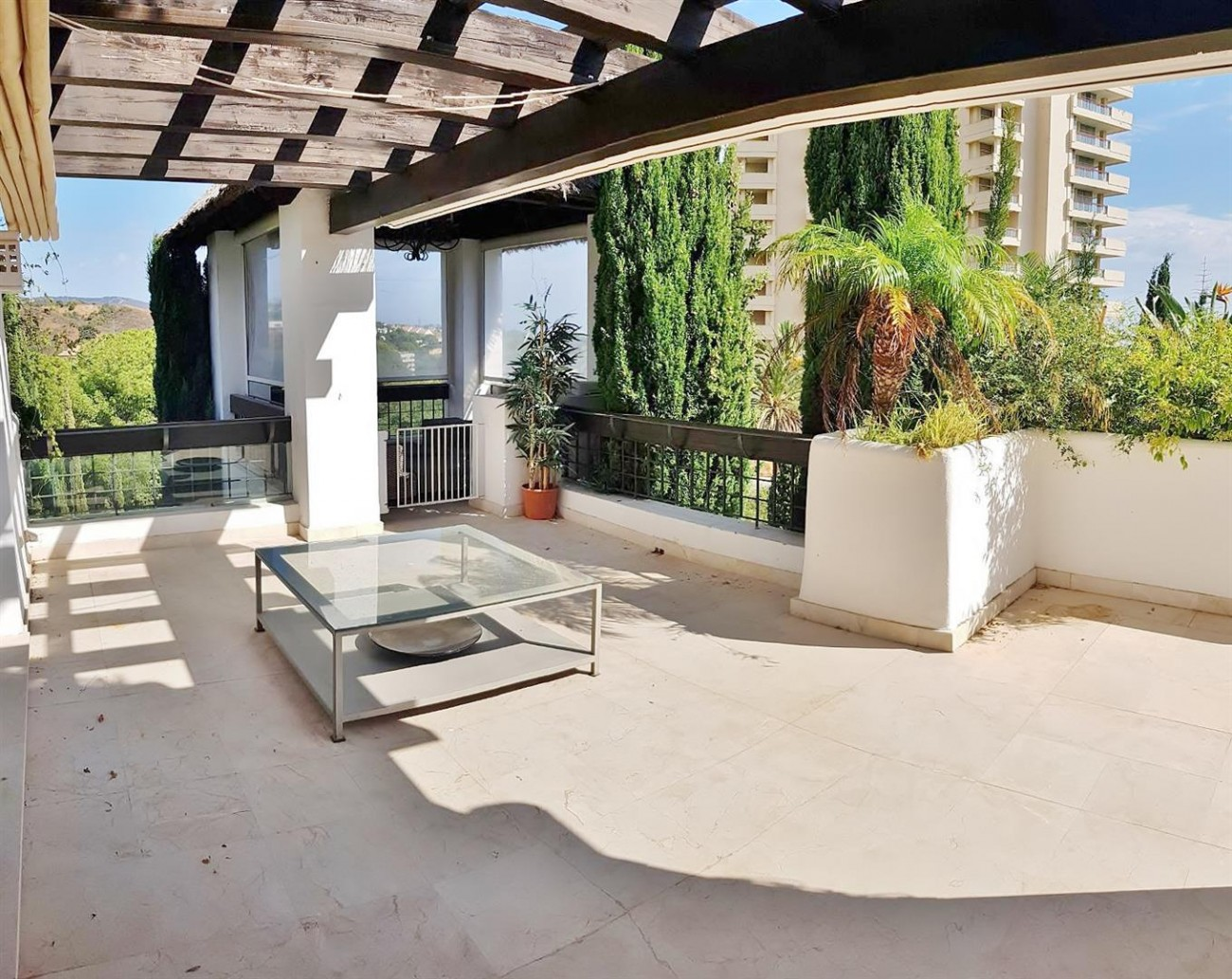 Elegant apartment for rent in Marbella East Spain (8) (Large)