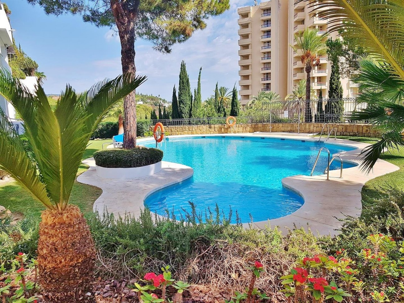 Elegant apartment for rent in Marbella East Spain (9) (Large)