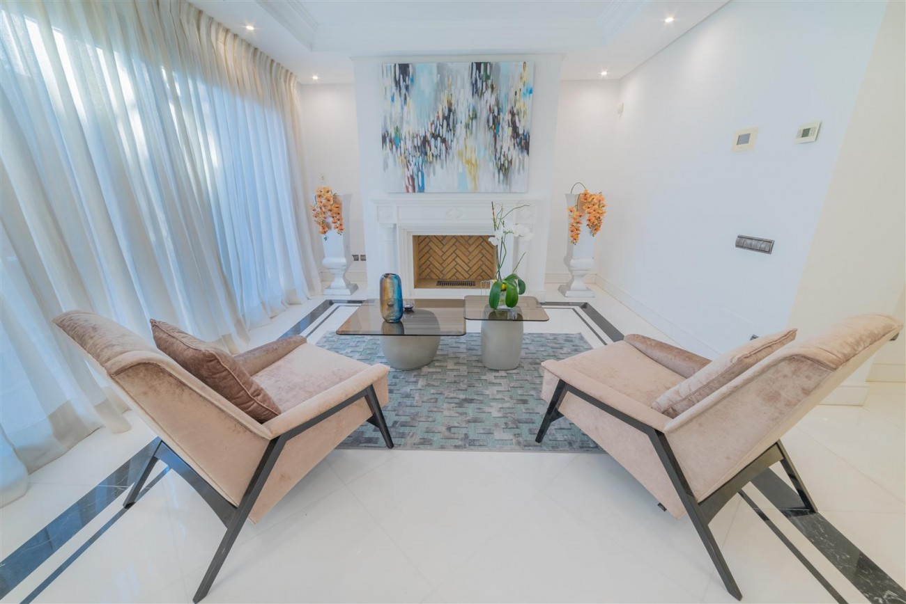 Luxury Apartment Beachfront Complex Puerto Banus Marbella Spain (10) (Large)