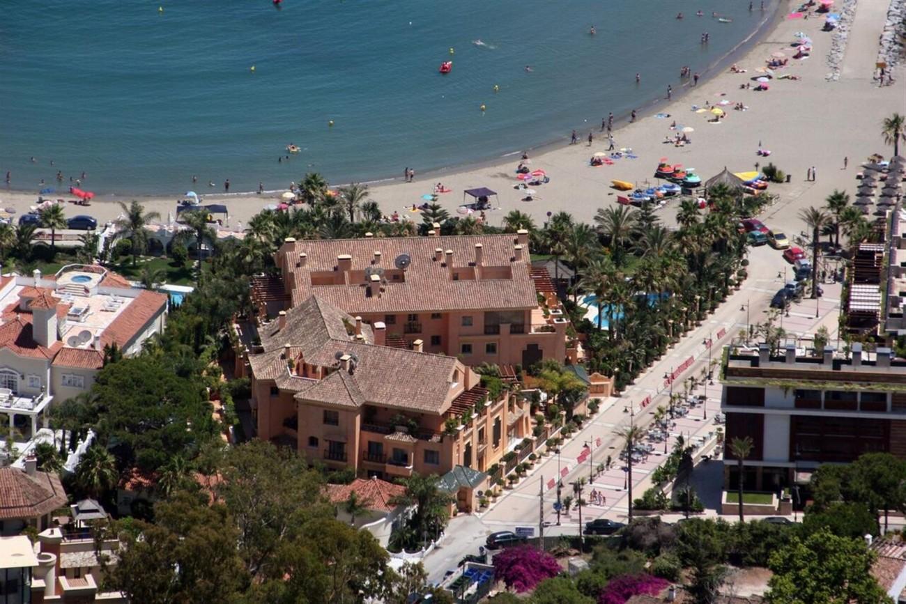 Luxury Beachside Apartment for sale Puerto Banus Marbella Spain (1) (Large)
