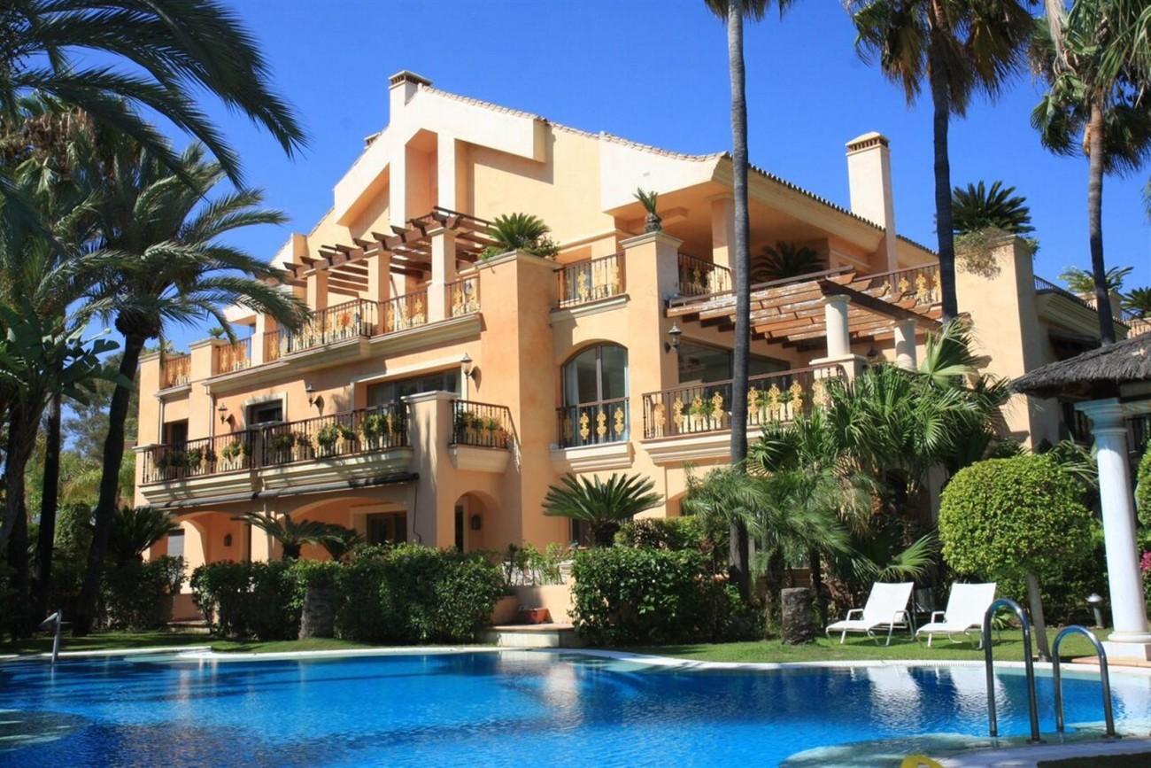 Luxury Beachside Apartment for sale Puerto Banus Marbella Spain (3) (Large)