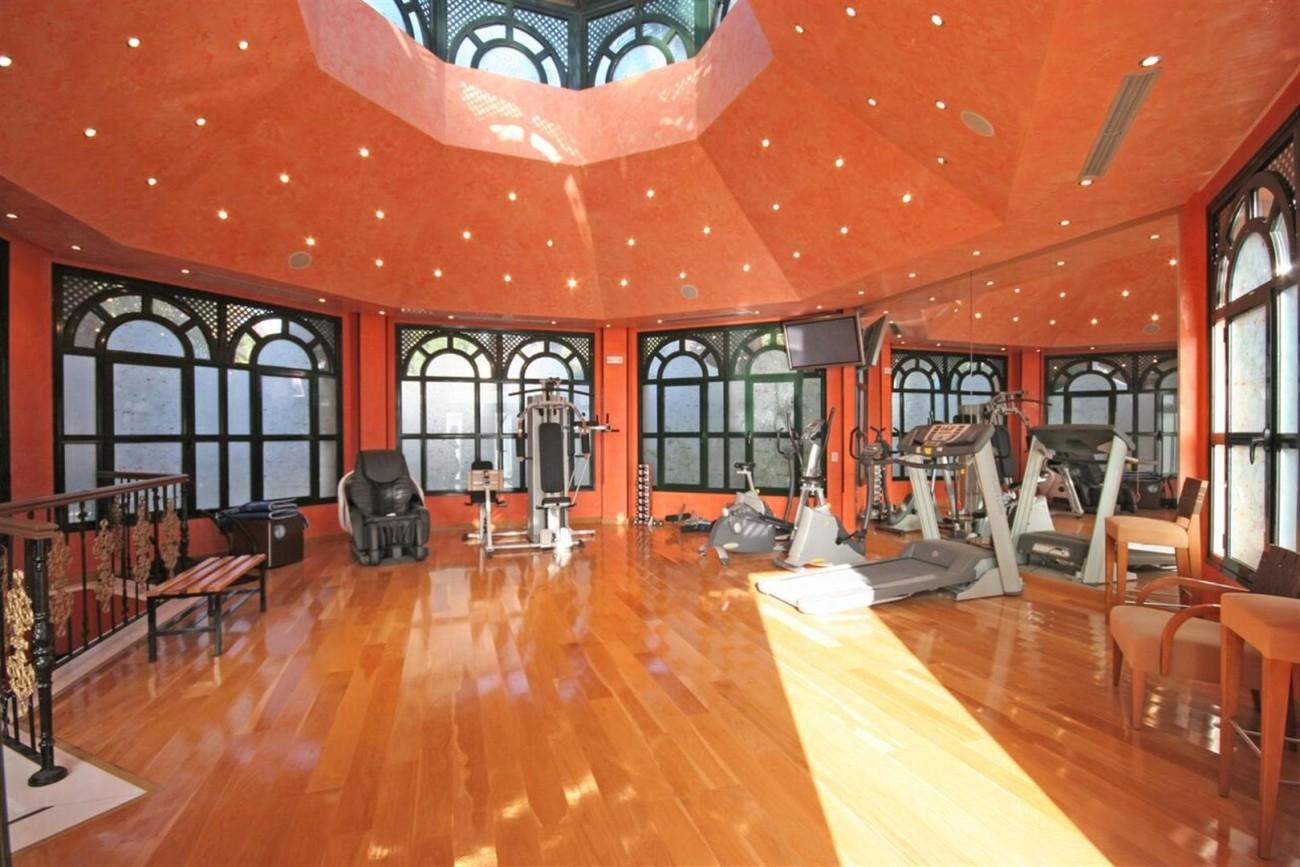 Luxury Beachside Apartment for sale Puerto Banus Marbella Spain (5) (Large)