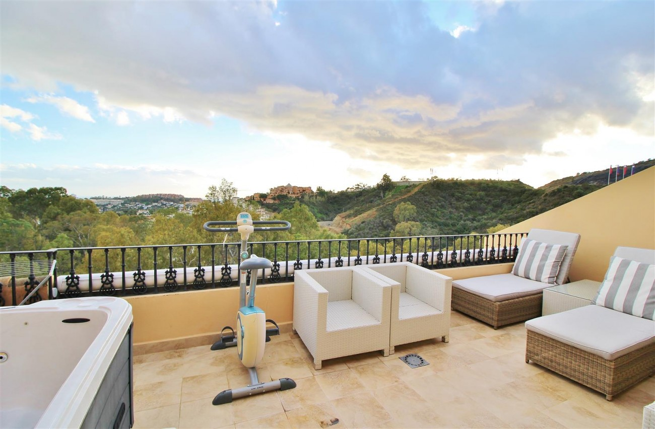Luxury Duplex Penthouse for sale Nueva Andalucia Marbella Spain (12) (Large)