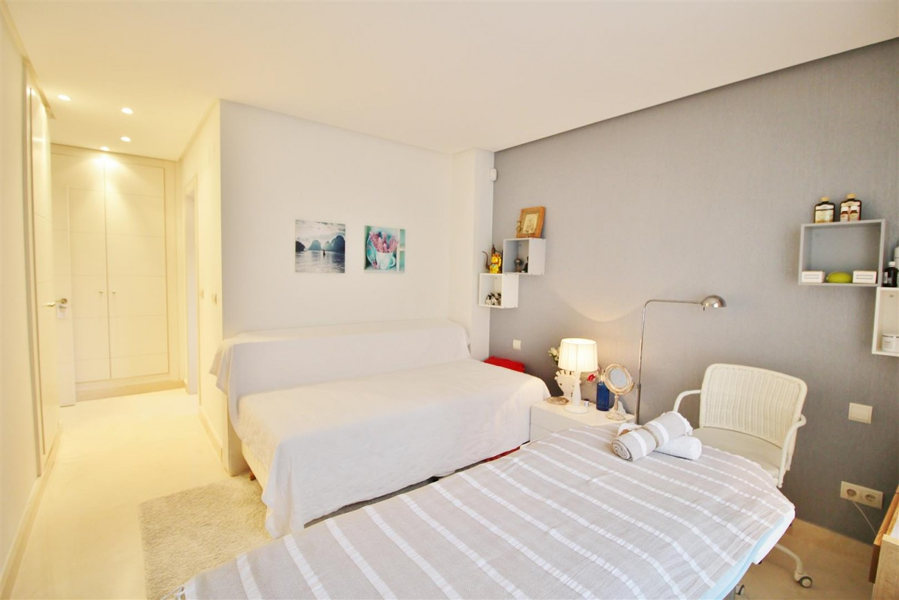 Luxury Duplex Penthouse for sale Nueva Andalucia Marbella Spain (20) (Large)