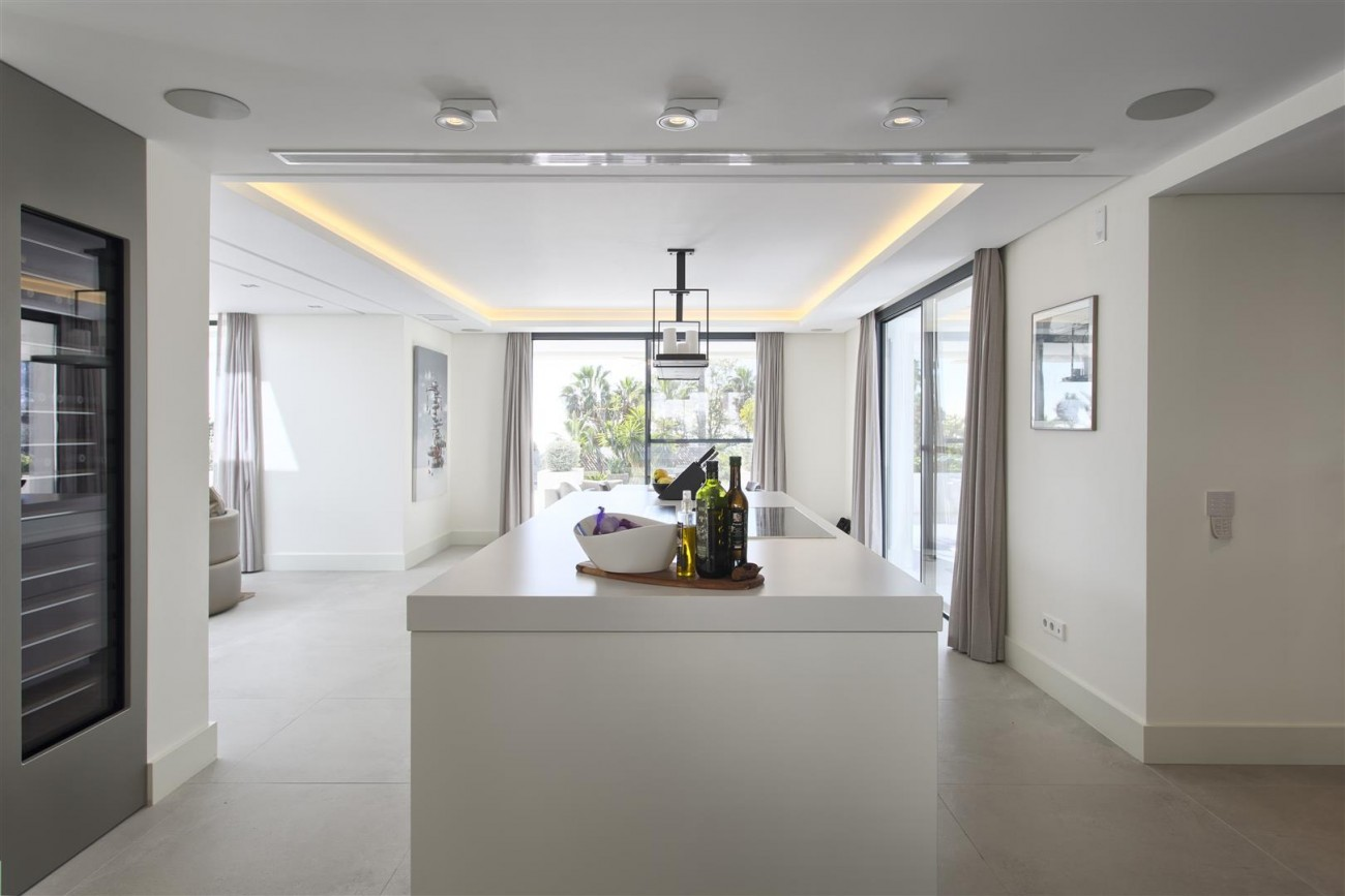 Contemporary Villa for Sale East Marbella Spain (26) (Large)