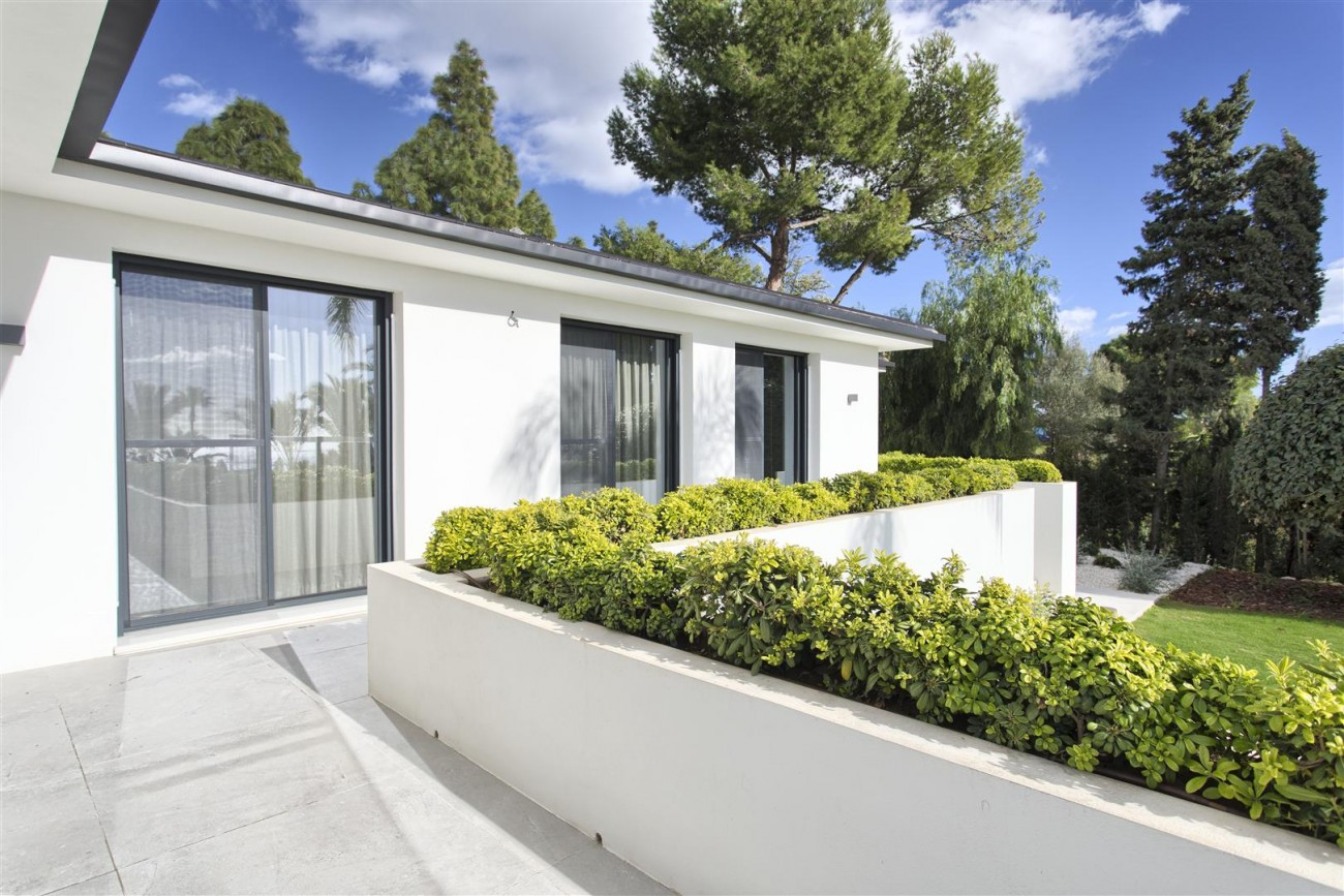 Contemporary Villa for Sale East Marbella Spain (34) (Large)