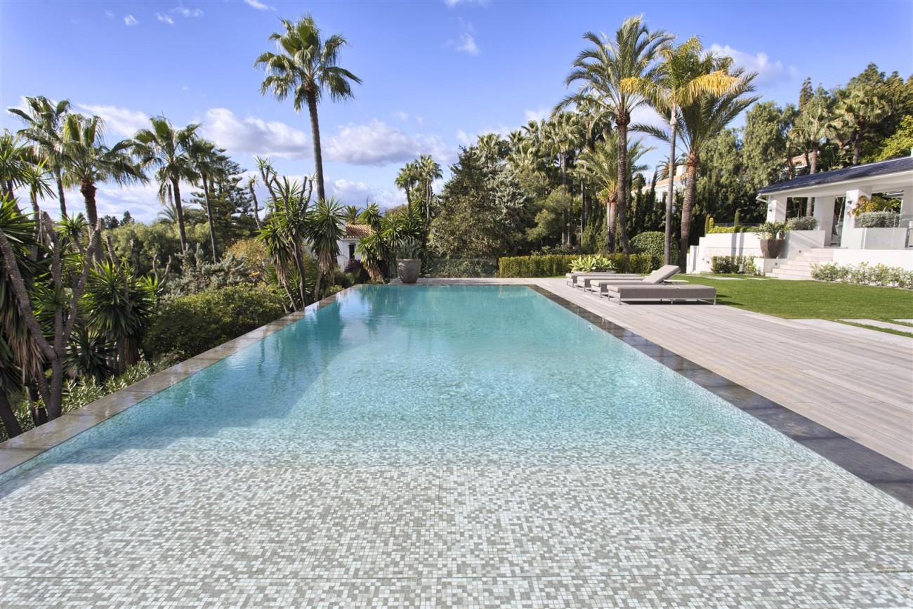 Contemporary Villa for Sale East Marbella Spain (39) (Large)