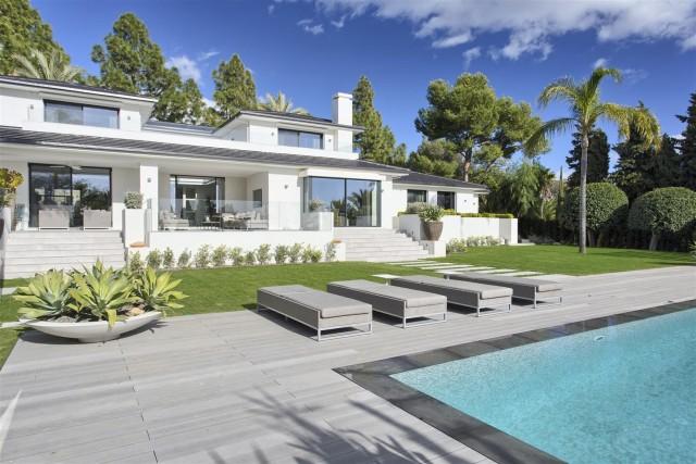 Villa for Sale - 4.900.000€ - Marbella East, Costa del Sol - Ref: 5825