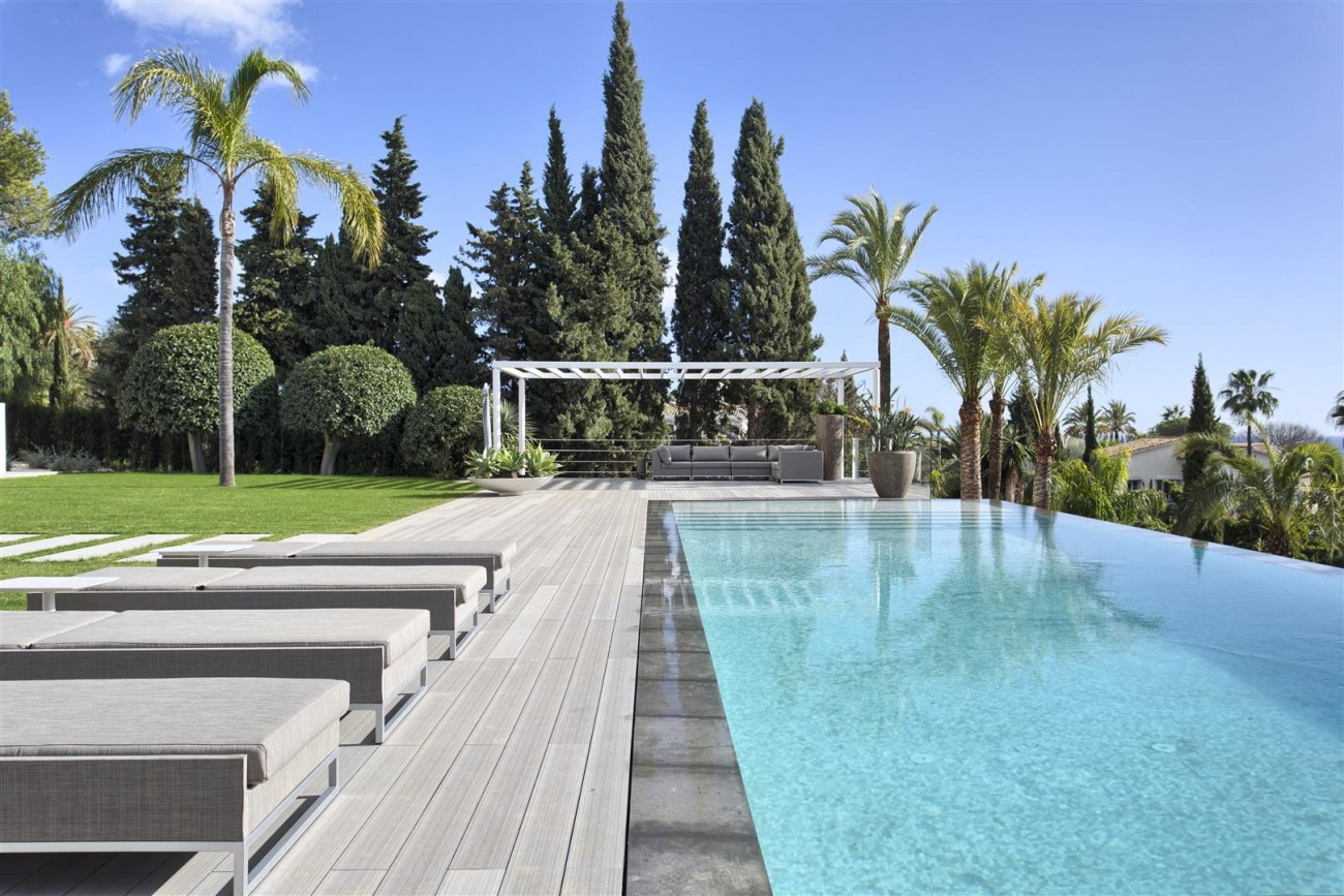 Contemporary Villa for Sale East Marbella Spain (42) (Large)