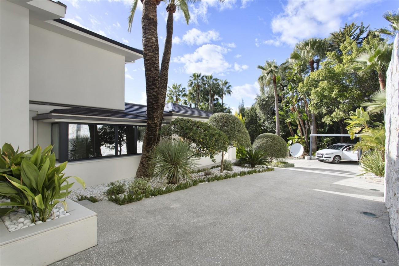 Contemporary Villa for Sale East Marbella Spain (44) (Large)