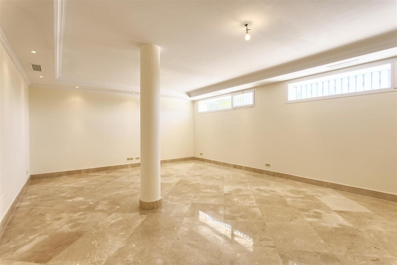 Luxury Mansion for sale in Benahavis Spain (29) (Large)