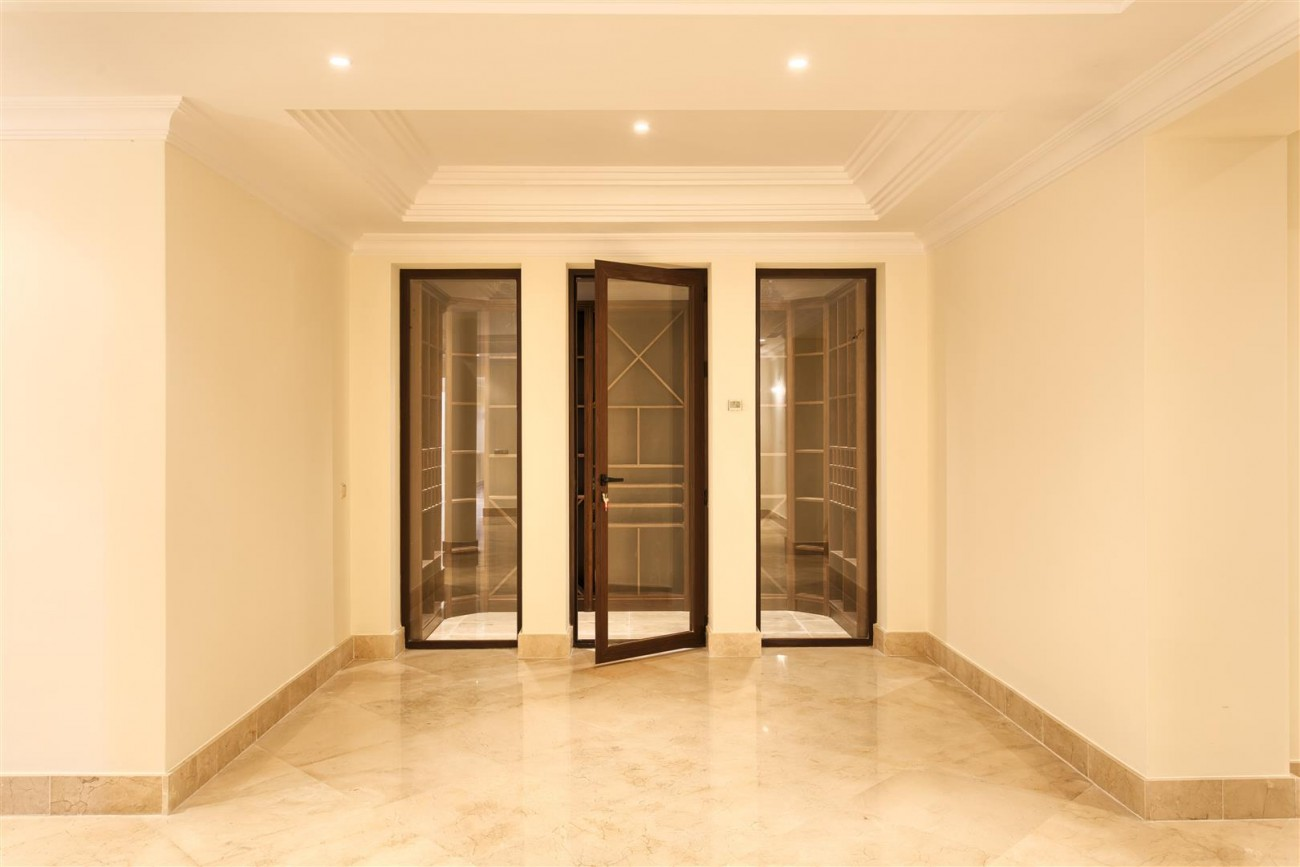 Luxury Mansion for sale in Benahavis Spain (35) (Large)
