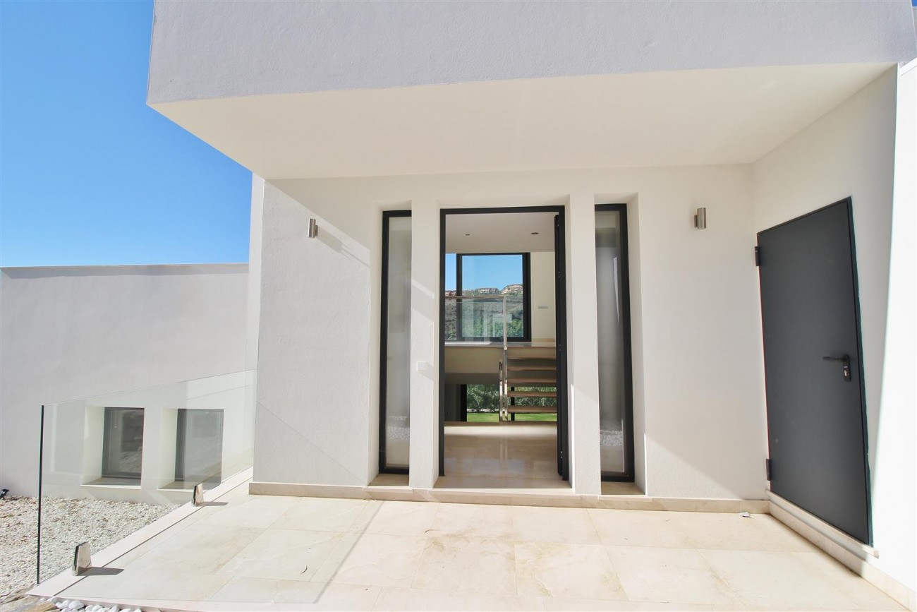 Luxury Contemporary for sale Benahavis Spain (2) (Large)