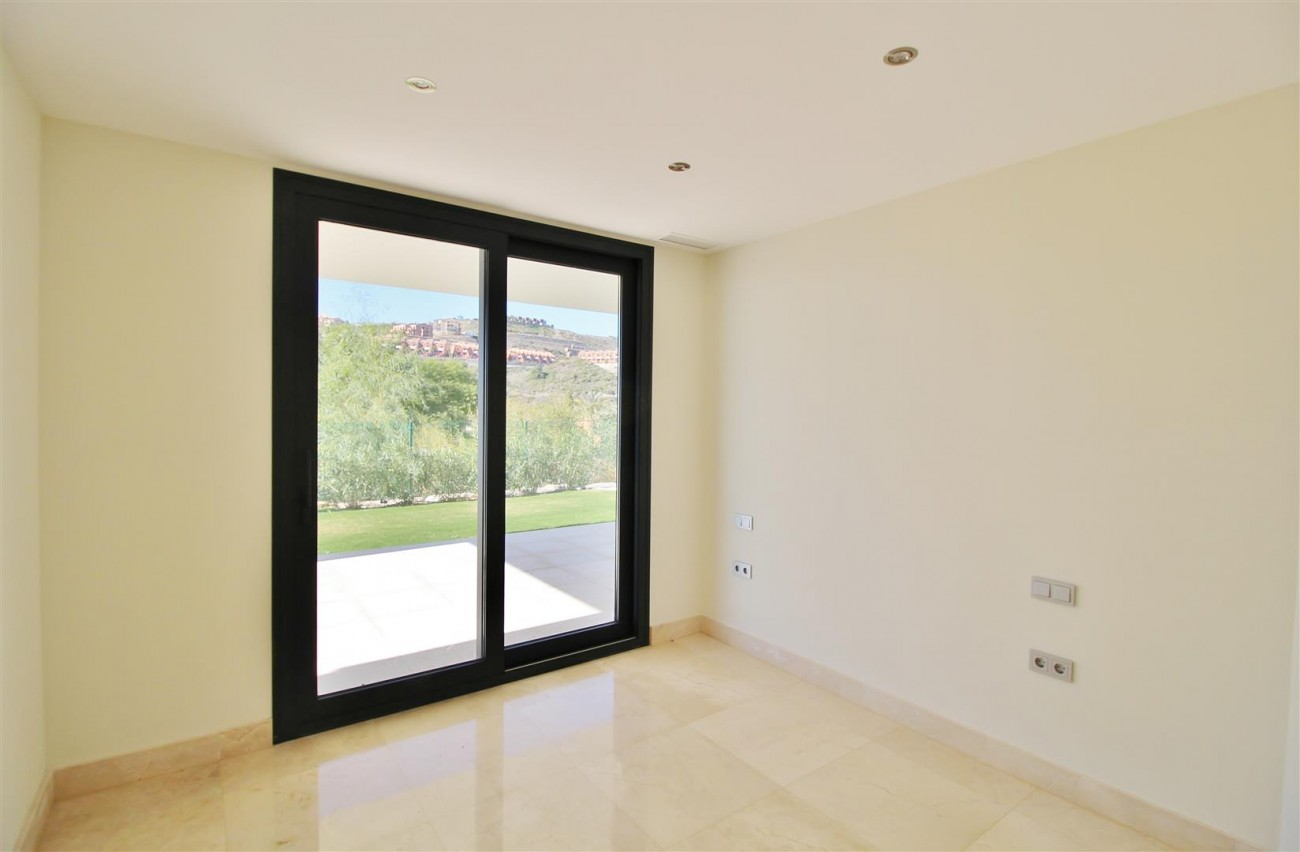 Luxury Contemporary for sale Benahavis Spain (12) (Large)