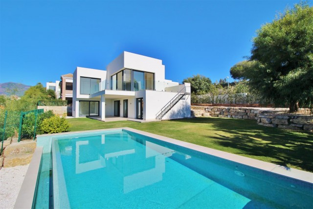 Villa for Sale - 1.195.000€ - Benahavís, Costa del Sol - Ref: 5827