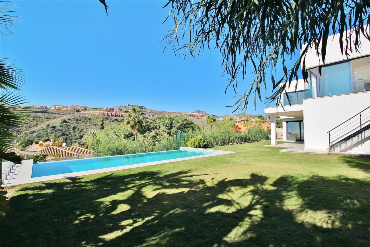 Luxury Contemporary for sale Benahavis Spain (21) (Large)