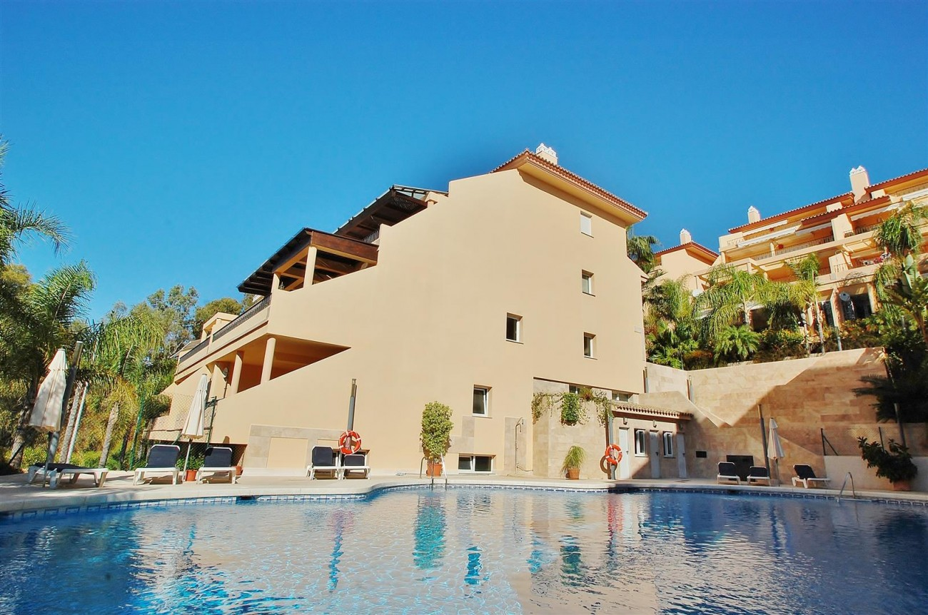 Elegant Apartment for sale Nueva Andalucia Marbella Spain (14) (Large)