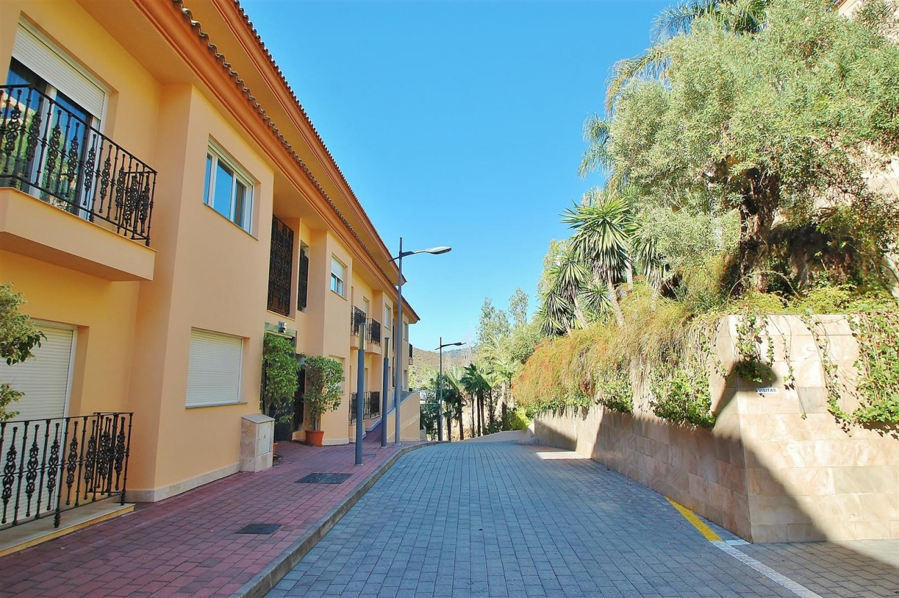 Elegant Apartment for sale Nueva Andalucia Marbella Spain (17) (Large)