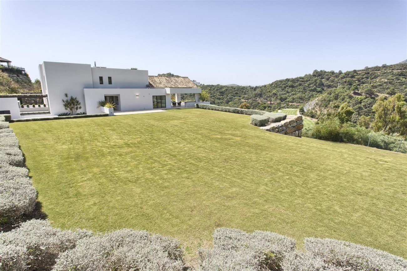 Contemporary Style Villa for sale Benahavis Spain (3) (Large)